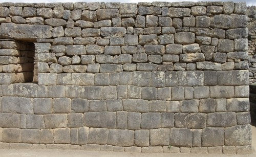 Inca repairs to an existing, supposedly Inca built, damaged wall. Note the failiure of the Inca stonemasons to replicate their earlier abilities... (Image credit: 14 textures.com).