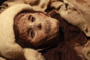 4000 year old mummy with red hair and kilt-like dress, discovered in Western China (Image credit: DailyRecord.co.uk).